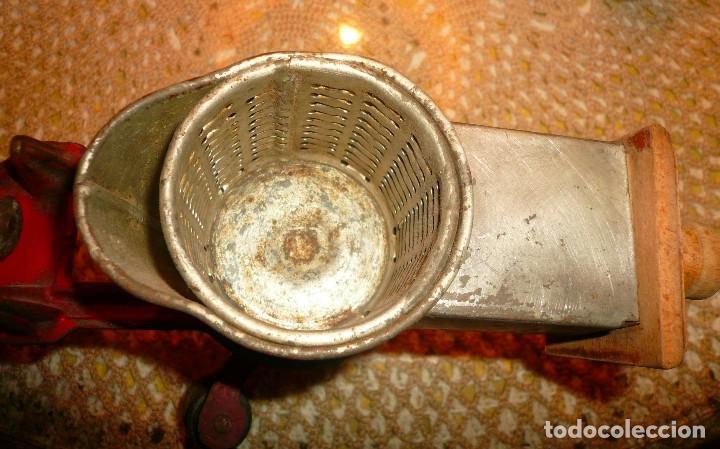 Antigüedades: MAQUINA DE RALLAR ALMENDRAS Y MANGA PASTELERA CON VARIAS BOQUILLAS - Foto 6 - 119235079