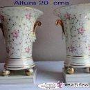 Antigüedades: SANTA CLARA-VIGO, PAREJA DE JARRONES DECORADOS FLORALES,IDEAL DECORACIÓN. Lote 119249983