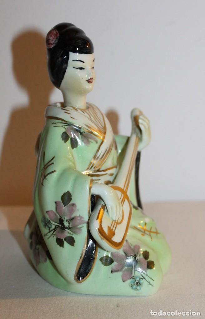 Antigüedades: FIGURA DE DAMA CON INSTRUMENTO EN PORCELANA CHINA ESMALTADA CON CABEZA OSCILANTE DEL SIGLO XX - Foto 2 - 119283183