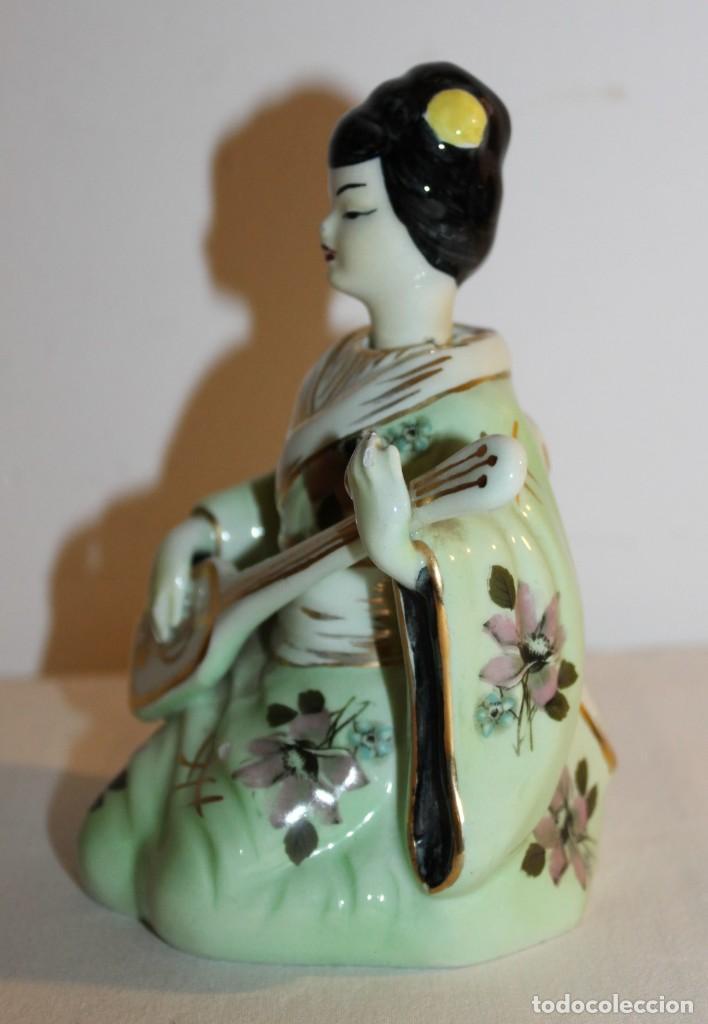 Antigüedades: FIGURA DE DAMA CON INSTRUMENTO EN PORCELANA CHINA ESMALTADA CON CABEZA OSCILANTE DEL SIGLO XX - Foto 5 - 119283183