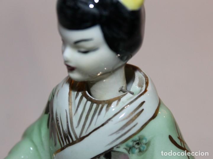 Antigüedades: FIGURA DE DAMA CON INSTRUMENTO EN PORCELANA CHINA ESMALTADA CON CABEZA OSCILANTE DEL SIGLO XX - Foto 11 - 119283183