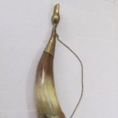 Antigüedades: CUERNO DECORADO CON ALPACA PLATEADA. Lote 119287411