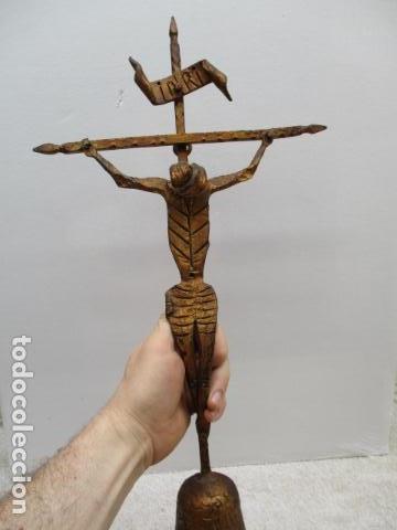 ANTIGUO CRUCIFIJO DE HIERRO EN FORJA TRABAJADO A MANO - 51 CM DE ALTURA. (Antigüedades - Religiosas - Crucifijos Antiguos)