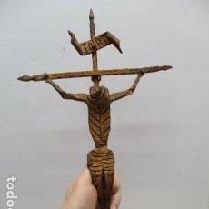 Antigüedades: ANTIGUO CRUCIFIJO DE HIERRO EN FORJA TRABAJADO A MANO - 51 CM DE ALTURA.. Lote 119324727