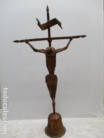 Antigüedades: ANTIGUO CRUCIFIJO DE HIERRO EN FORJA TRABAJADO A MANO - 51 cm de altura. - Foto 2 - 119324727