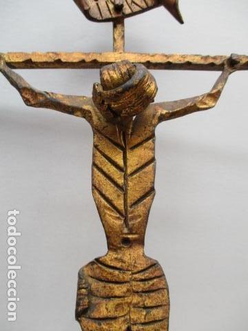 Antigüedades: ANTIGUO CRUCIFIJO DE HIERRO EN FORJA TRABAJADO A MANO - 51 cm de altura. - Foto 6 - 119324727
