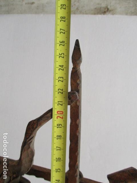 Antigüedades: ANTIGUO CRUCIFIJO DE HIERRO EN FORJA TRABAJADO A MANO - 51 cm de altura. - Foto 11 - 119324727