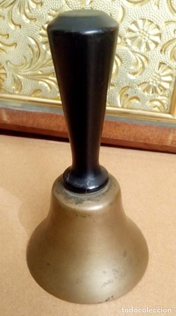 Antigüedades: ANTIGUA CAMPANILLA CAMPANA DE MANO EN BRONCE MACIZO DE UN ANTIGUO MOTEL AMERICANO DE LA RUTA 66 - Foto 2 - 119325404