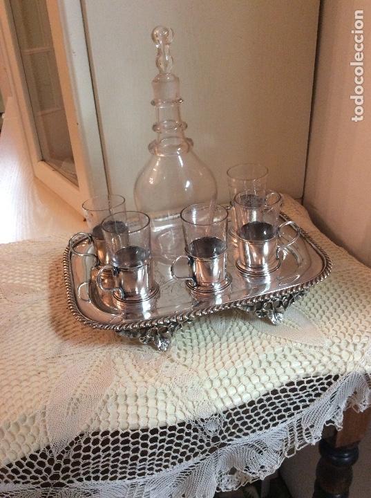 Antigüedades: Licorera y vasitos con funda plata Meneses en bandeja bañada en plata. Hacia 1900 - Foto 16 - 119357291
