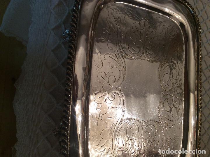Antigüedades: Licorera y vasitos con funda plata Meneses en bandeja bañada en plata. Hacia 1900 - Foto 4 - 119357291