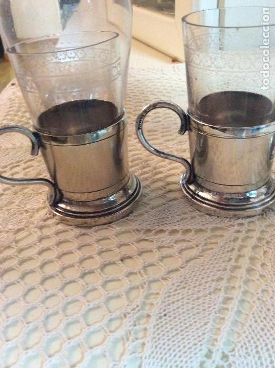 Antigüedades: Licorera y vasitos con funda plata Meneses en bandeja bañada en plata. Hacia 1900 - Foto 5 - 119357291