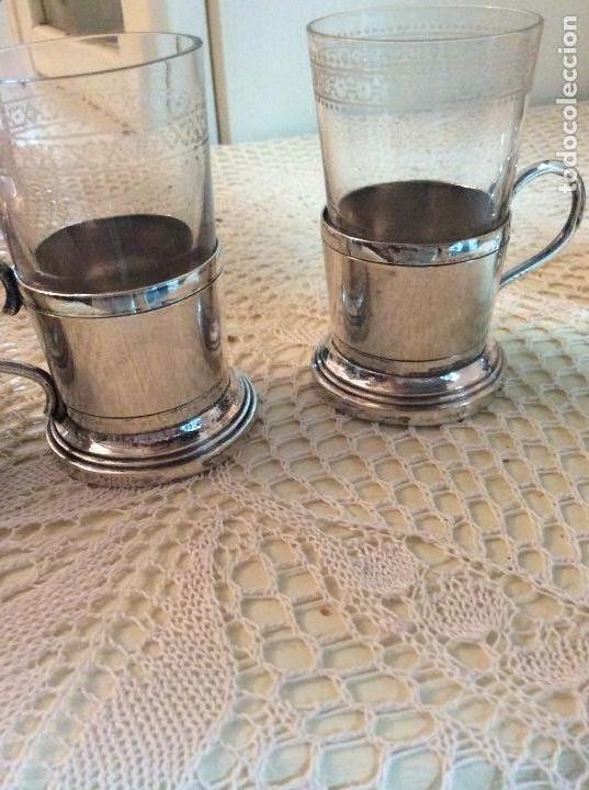 Antigüedades: Licorera y vasitos con funda plata Meneses en bandeja bañada en plata. Hacia 1900 - Foto 6 - 119357291