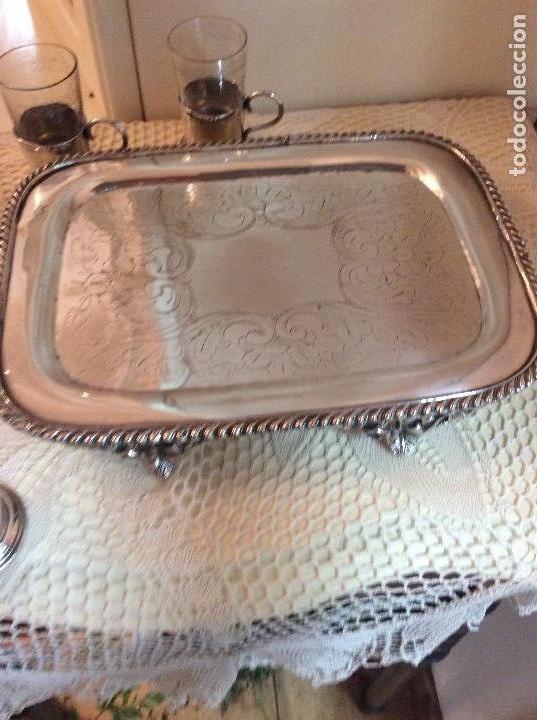 Antigüedades: Licorera y vasitos con funda plata Meneses en bandeja bañada en plata. Hacia 1900 - Foto 7 - 119357291