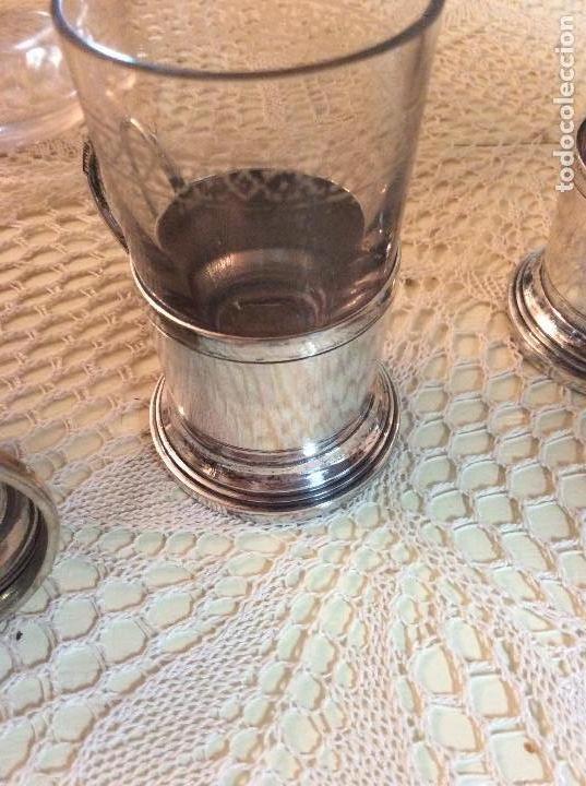 Antigüedades: Licorera y vasitos con funda plata Meneses en bandeja bañada en plata. Hacia 1900 - Foto 9 - 119357291
