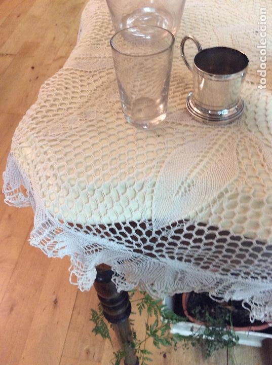 Antigüedades: Licorera y vasitos con funda plata Meneses en bandeja bañada en plata. Hacia 1900 - Foto 10 - 119357291