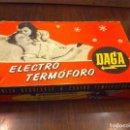Antigüedades: ANTIGUO ELECTRO TERMÓFORO DAGA, EN SU CAJA ORIGINAL. COMPLETO. COMO NUEVO.. Lote 119384247