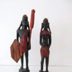 Antigüedades: PAREJA DE HOMBRE Y MUJER AFRICANOS, TALLADOS EN MADERA, 33 CM. Lote 119392455