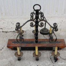 Antigüedades: LAMPARA DE TECHO RUSTICA EN MADERA Y HIERRO DE FORJA. Lote 119410207