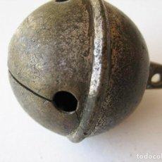 Antigüedades: CASCABEL SONAJERO GRANDE 5 CMS DE DIÁMETRO Y 6 ,5 CMS DE ALTO PESA 100 GRS.. Lote 119433467