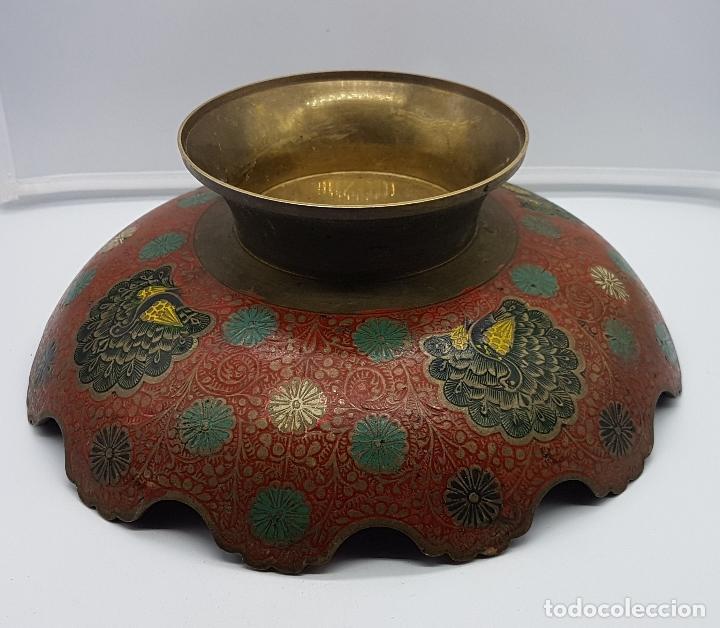 Antigüedades: Excelente centro de mesa antiguo oriental en bronce con esmaltes y motios de gran pavo real. - Foto 7 - 119445983