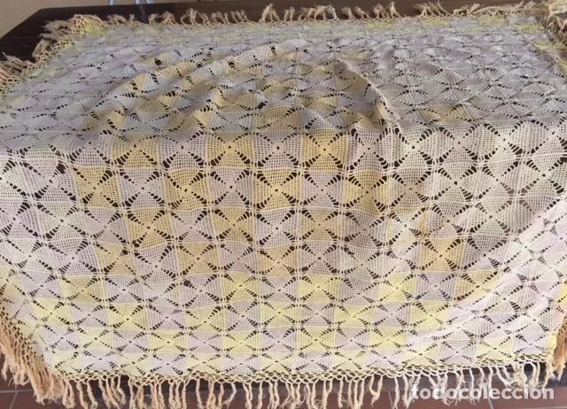 Antigüedades: Antiguo manton o mantel es de principios siglo XX, artesania ideal decoración - Foto 3 - 119451927