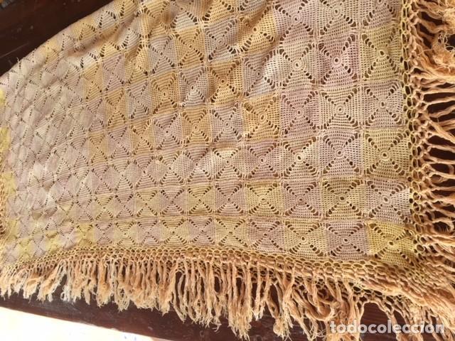 Antigüedades: Antiguo manton o mantel es de principios siglo XX, artesania ideal decoración - Foto 4 - 119451927