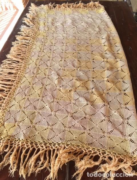 Antigüedades: Antiguo manton o mantel es de principios siglo XX, artesania ideal decoración - Foto 5 - 119451927