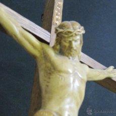Antigüedades: BONITO CRISTO CRUCIFICADO EN TONOS MARFIL Y DORADO. JESÚS JESUCRISTO. 45 X 28 CM. Lote 51383040