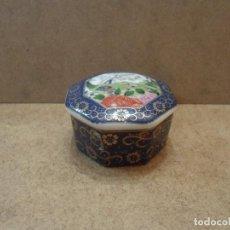 Antigüedades: CAJITA DE PORCELANA JAPONESA EN AZULES. Lote 119487267