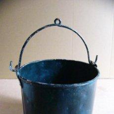 Antigüedades: CUBO DE METAL PARA AGUA DE POZO CISTERNA O ALJIBE. Lote 119517579
