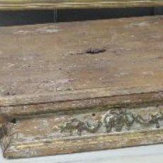 Antigüedades: ANDAS DE PROCESION DE MADERA TALLADA POLICROMADA Y DORADA. SIGLO XVIII. Lote 119533831