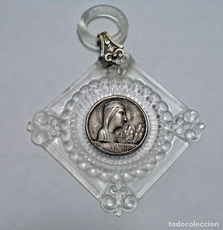 MEDALLA PARA COLGANTE VIRGEN Nª. SRA. DE MONTSERRAT EN MARCO DE PLASTICO TRASPARENTE - CIRCA 1960 (Antigüedades - Religiosas - Medallas Antiguas)