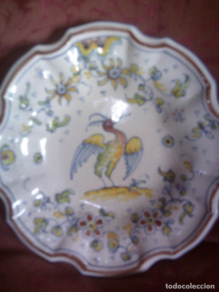 PLATO CERAMICA DE ALCORA BORDES LOBULADOS, MIDE 20CM. DE DIAMETRO (Antigüedades - Porcelanas y Cerámicas - Alcora)
