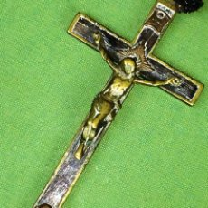 Antigüedades: CRUZ PECTORAL. BRONCE Y MADERA. ESPAÑA. FIN SIGLO XIX. Lote 119634339