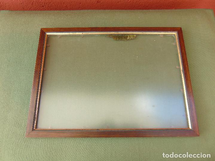Antigüedades: ANTIGUO MARCO DE MADERA Y BORDE INTERIOR EN DORADO. CON CRISTAL MATE. - Foto 2 - 119650127