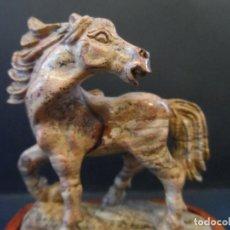 Antigüedades: CABALLO SALVAJE SOBRE PEANA. EN JASPE . SIGLO XX. Lote 119656119