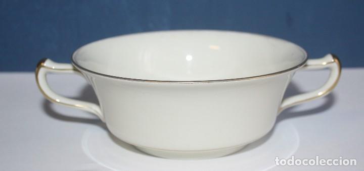 Antigüedades: Antigua taza de consomé de porcelana Royal Ivory KPM Germany con sello - Foto 2 - 135036398