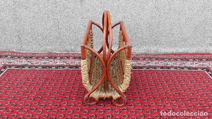 Antigüedades: Revistero antiguo de mimbre estilo thonet, revistero antiguo de madera retro vintage - Foto 4 - 119779087