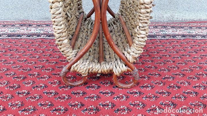 Antigüedades: Revistero antiguo de mimbre estilo thonet, revistero antiguo de madera retro vintage - Foto 5 - 119779087