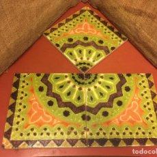 Antigüedades: LOTE O COMPOSICION DE 3 ANTIGUOS AZULEJOS DE CERAMICA CEDOLESA. PRECIOSOS COLORES. MIDEN 20X20CMS. Lote 119896443