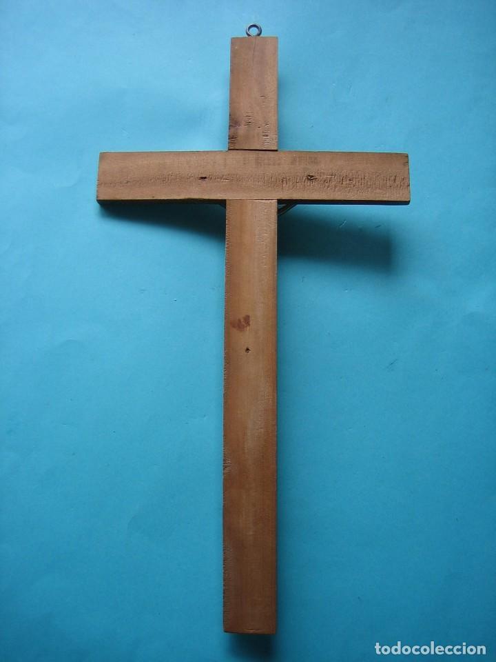 Antigüedades: JESUCRISTO - CRISTO - ANTIGUO CRUCIFIJO DE METAL COLOR PLATA - CRUZ DE MADERA - 45 X 24 CM - 360 GR - Foto 2 - 119911447