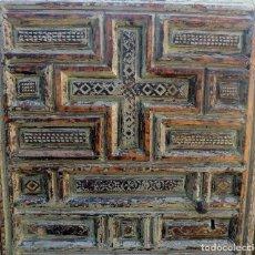 Antigüedades: PRECIOSA PUERTA DE SACRISTIA NOGAL, SIGLO XVII-XVIII , RESTOS DE POLICROMIA, PROFUSAMENTE DECORADA. Lote 119945011