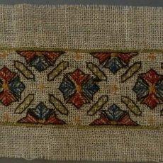 Antigüedades: ANTIGUO BORDADO SOBRE CAÑAMAZO DE LINO . S. XIX. Lote 119970059