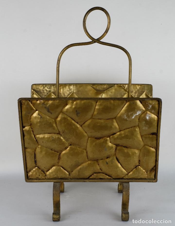 Antigüedades: Revistero vintage en metal dorado años 60-70 - Foto 2 - 120020687