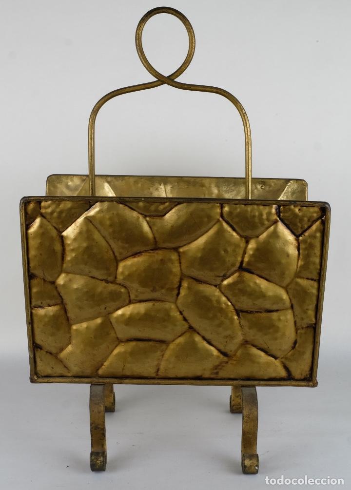 Antigüedades: Revistero vintage en metal dorado años 60-70 - Foto 4 - 120020687