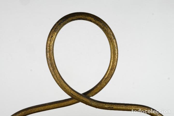 Antigüedades: Revistero vintage en metal dorado años 60-70 - Foto 8 - 120020687