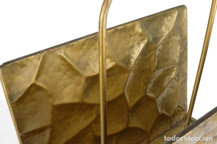 Antigüedades: Revistero vintage en metal dorado años 60-70 - Foto 9 - 120020687