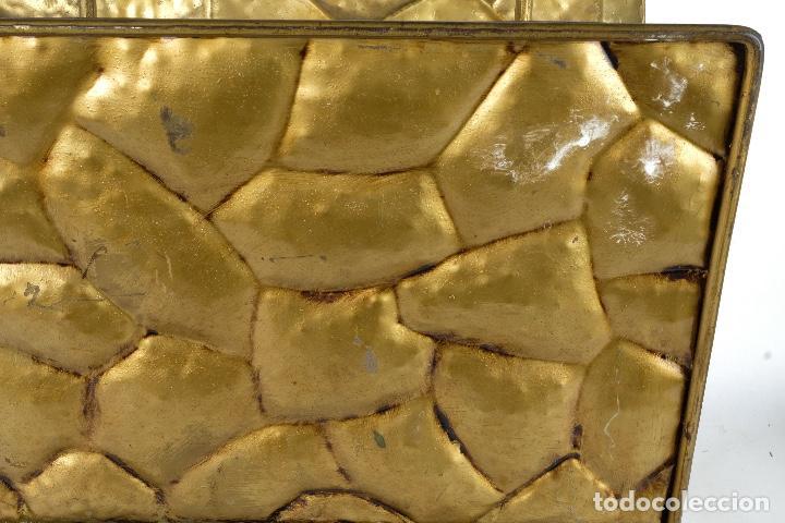 Antigüedades: Revistero vintage en metal dorado años 60-70 - Foto 10 - 120020687