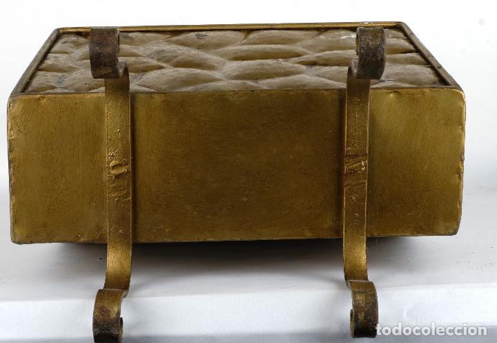 Antigüedades: Revistero vintage en metal dorado años 60-70 - Foto 12 - 120020687