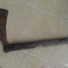 Antigüedades: HACHA CATALANA CON EL MANGO ORIGINAL DE MEDIADOS SIGLO XX. Lote 120059527